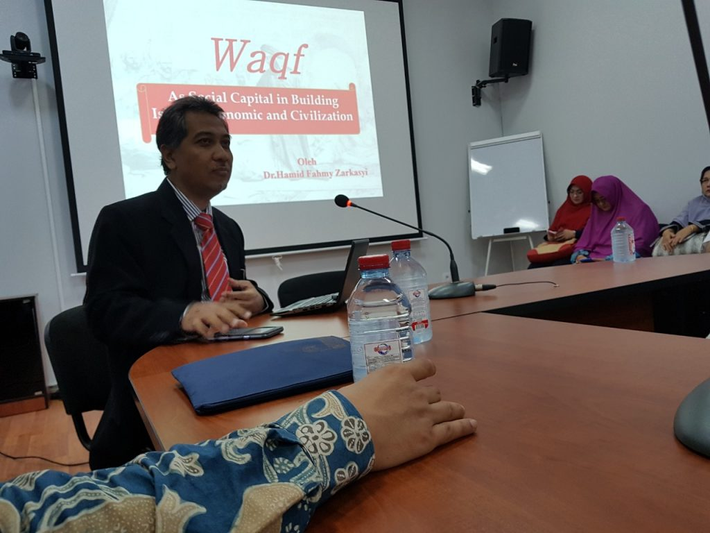 Dr Hamid Fahmy Zarkasyi, Vice Rector for Academic Affair, delivered a presentation on Waqf's role